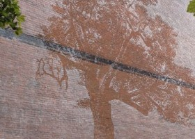 Adam Niklewicz i znikający mural w Hartford