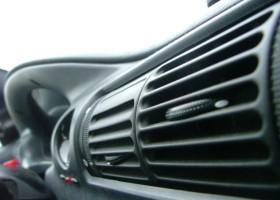 Kolor, kształt, soft-touch – Bayer i wystrój auta