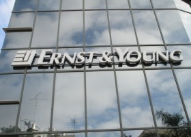 Ernst & Young monitoruje łańcuch dostaw AkzoNobel