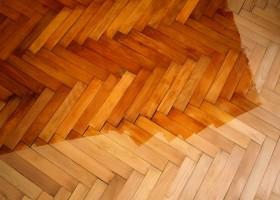 Upłynnione drewno składnikiem farby do drewna