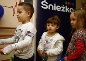 Śnieżka rozwesela dzieci w Białymstoku