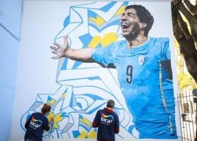 Luis Suarez na szkolnych murach