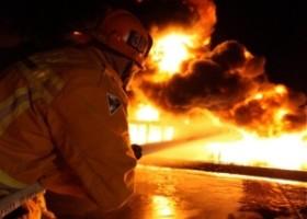 Pożar magazynu farb w stoczni w Gdyni