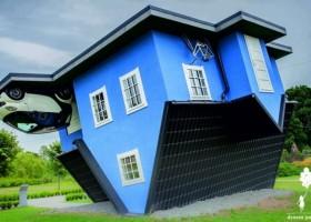 Dom do góry nogami z farbami Kabe