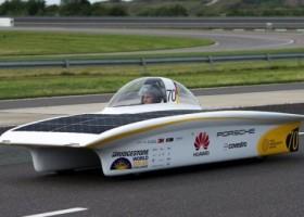 Produkty PPG i Covestro na słonecznym samochodzie