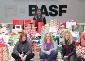 Pracownicy BASF wręczyli świąteczne paczki dzieciom