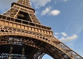 Czy wieża Eiffla będzie czerwona?