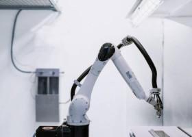 Kompaktowy robot Dürr w laboratorium WB Coatings