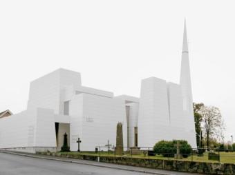 W Norwegii stanął kościół pokryty porcelaną
