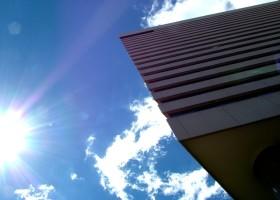 Farba fotokatalityczna – świetlana przyszłość budownictwa