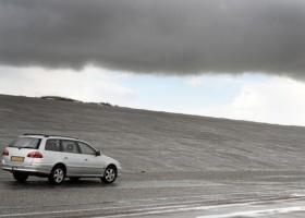 Czarno-biało na światowych drogach – raport Axalta
