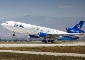 AkzoNobel odmalowuje latający szpital