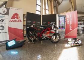 Motorower na zawody MotoStudent z lakierem Axalty
