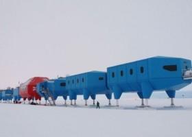Niebieska stacja arktyczna Halley VI – wyjaśniamy sekret!