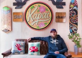 Artysta, który maluje na… drewnie z rozbiórek