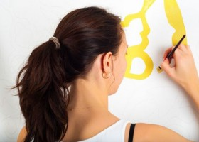 Co na ścianę zamiast farby? – pomysły na nowoczesną aranżację wnętrza