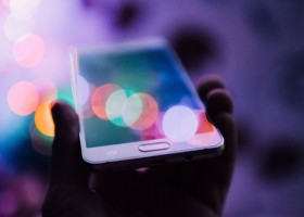 Szary świat hi-tech? Czas na kolor!