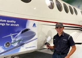 Axalta pomaga młodym zbudować samolot