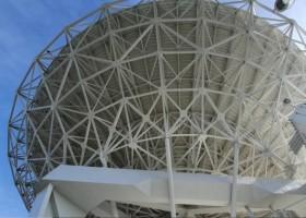 Radioteleskop w Piwnicach z farbami Sika