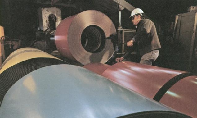 Arkusze blachy z naniesioną powłoką Duranar, która dostępna była (w całkiem innym składzie chemicznym) już w 1975 roku. Fot. archiwum PPG