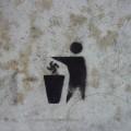 Ruch Palikota zamalowuje graffiti