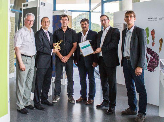(od lewej) Dr. Andreas Weier (Sto), Dr. Martin Metzner (Fraunhofer IPA), Walter Weh, Reiner Schmid, Dr. Christian Schaller, Stefan Basler (Sto). (Źródło: Fraunhofer IPA)