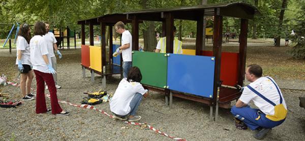Wolontariusze przy pracy. Fot. PPG Colorful Communities
