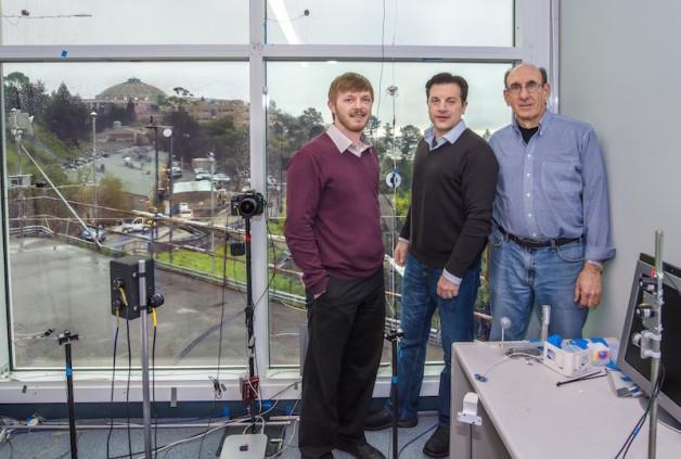 Od lewej: Raymond Weitekamp, Arman Shehabi i Stephen Selkowitz. Fot.  Roy Kaltschmidt / Berkeley Lab
