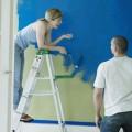 dzieci w szkole malowanie