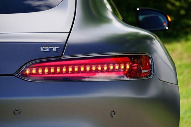 raport samochodowy BASF
