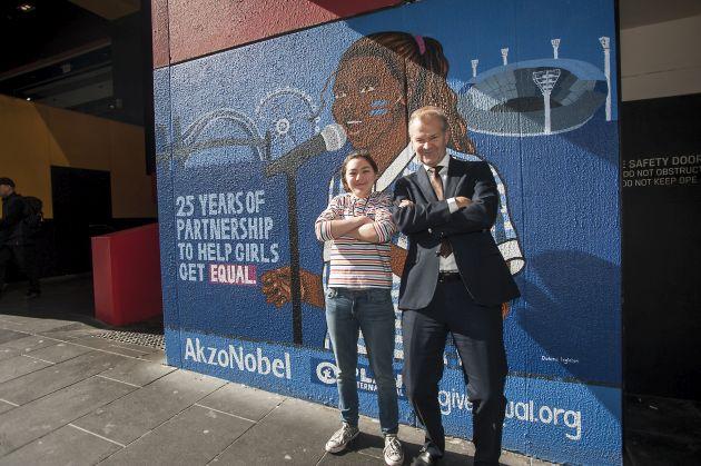 AkzoNobel mural walka o prawa dziewczynek