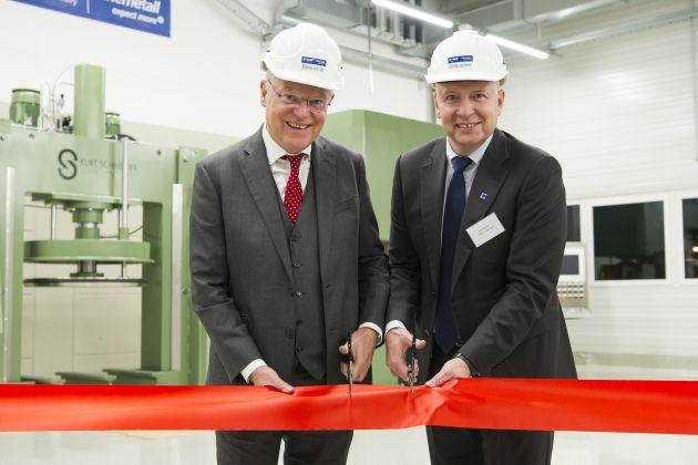 Od lewej: Stephan Weil, premier Dolnej Saksonii, oraz Dirk Bremm, prezes oddziału BASF Coatings. Fot. arch. BASF